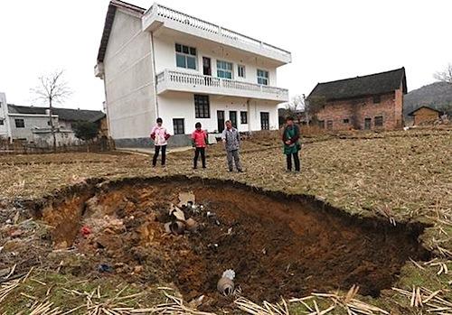 2-sinkhole2a.jpg