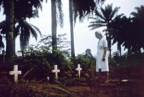 Nurse-nun_visits_graves_of_victims_of_1976_Zaire_Ebola_outbreak.jpg