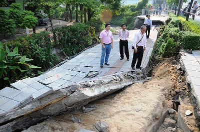 bangkok-sinkhole-2012-02.jpg