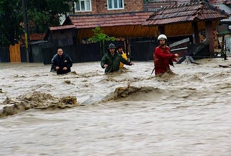 inundatii-oameni-case.jpg