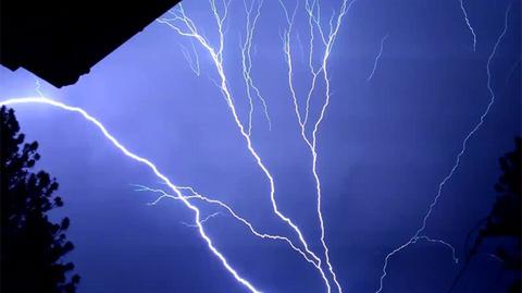 lightning-06.jpg