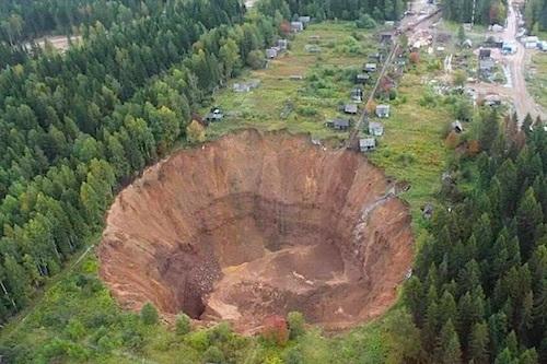 russia-sinkhole-top.jpg