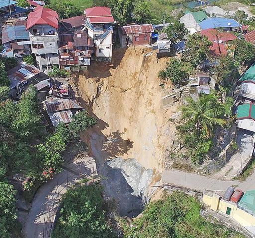 sinkhole-benguet-philippines-2.jpg